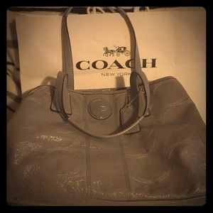 Coach signature handbag #E1182-F15658